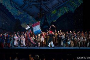"""""""La Bohème"""" de Puccini, un colorido espectáculo parisino en el Maestranza"""