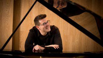 Luis González presentará en clave de jazz el repertorio de Serrat en el Espacio Turina el próximo jueves 7 de noviembre.